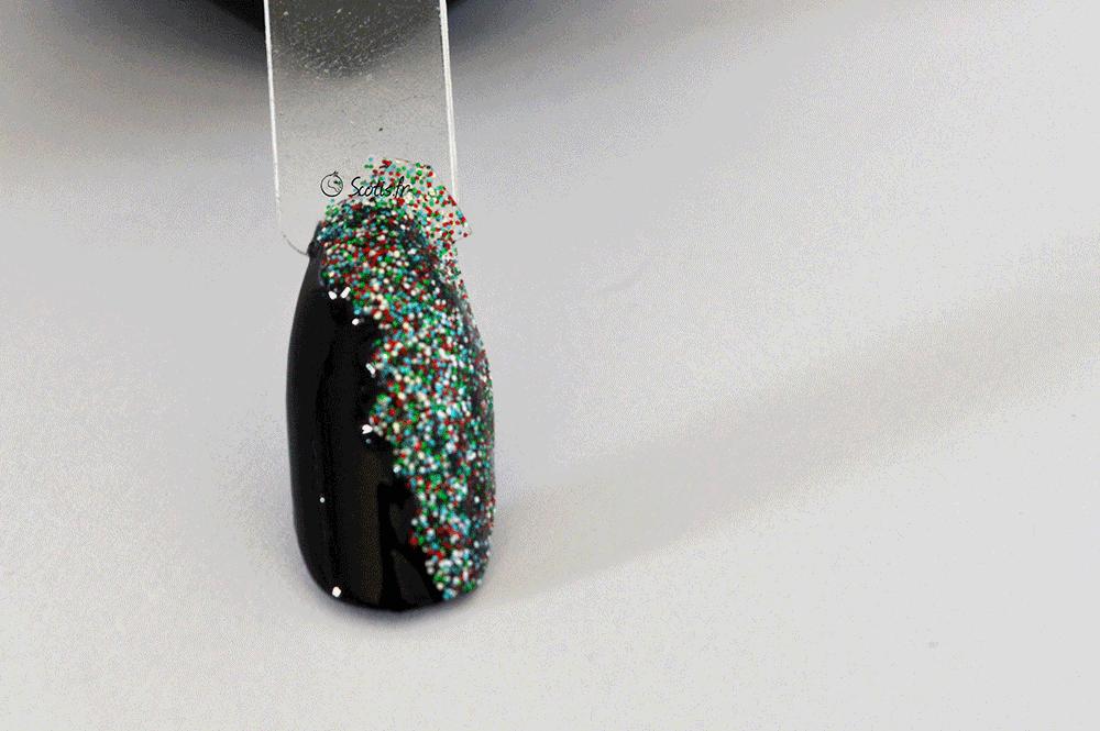 Nail art réalisé par Scotis sur une base noire avec foultitude de paillettes colorés
