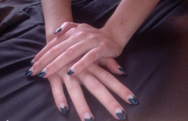Manucure simple par Scotis bleu et noir