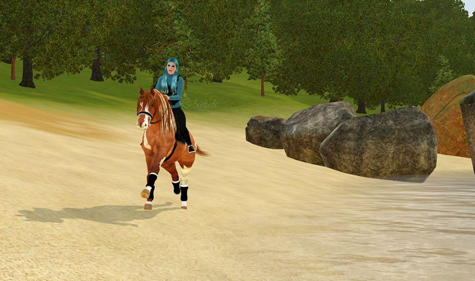 Screenshots Sims 3 : galop sur la plage avec une jument alezan pie.